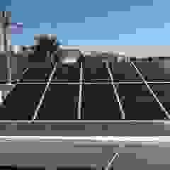od CORSA grupo constructor / CORSA energia solar Nowoczesny Aluminium/Cynk