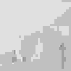 SIMPHONIA by Giulia Ori Pareti & Pavimenti in stile moderno di Tecnografica Moderno