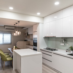 Eclectic style kitchen by Feeling 室內設計 Eclectic