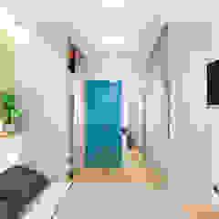Tropical style dressing room by Goodinterior Наталья Жаляускене Tropical