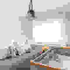 Dormitório bebê menino por Mari Milani Arquitetura & Interiores Moderno