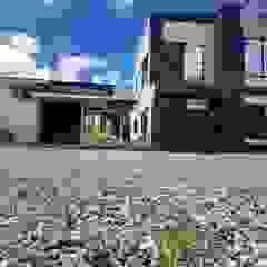 de Constru Casas Prefabricados SAS Moderno