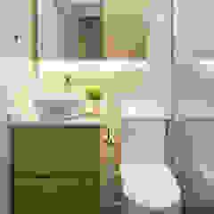 Salle de bain scandinave par The Interior Lab Scandinave