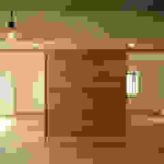 من 三浦喜世建築設計事務所 تبسيطي خشب Wood effect