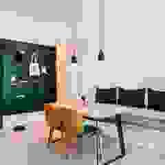 Scandinavian style corridor, hallway& stairs by MSBT 幔室布緹 Scandinavian میٹل