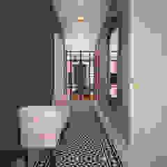 Nevi Studio industrial style corridor, hallway & stairs Blue