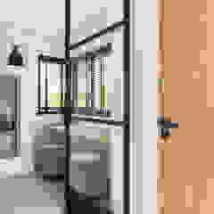 Interior Design second home Moderne gangen, hallen & trappenhuizen van InHouse Design Modern
