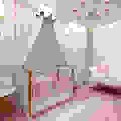 Quarto de Bebê por Designer de Interiores - Gabriela Soares Clássico