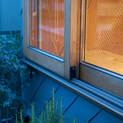 Portas e janelas ecléticas por .8 / TENHACHI Eclético Madeira Efeito de madeira