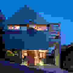 من FUMIASO ARCHITECT & ASSOCIATES/ 阿曽芙実建築設計事務所 إسكندينافي معدن