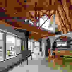 FUMIASO ARCHITECT & ASSOCIATES/ 阿曽芙実建築設計事務所 Soggiorno in stile scandinavo Legno