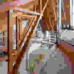 FUMIASO ARCHITECT & ASSOCIATES/ 阿曽芙実建築設計事務所 Soggiorno moderno Legno