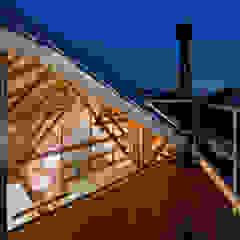 FUMIASO ARCHITECT & ASSOCIATES/ 阿曽芙実建築設計事務所 Balcone, Veranda & Terrazza in stile moderno Legno