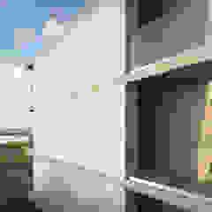 Edifício na Praia da Barra por Sónia Cruz - Arquitectura Minimalista Madeira Acabamento em madeira
