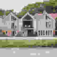 Exterior view from Fareham Creek Rumah Modern Oleh dwell design Modern