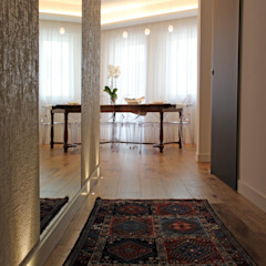 Classic style corridor, hallway and stairs by Architetto Luigia Pace Classic Wood Wood effect