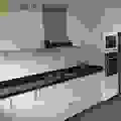 Remodelación Cocina Sta Cruz - San Isidro Cocinas de estilo clásico de YR Solutions Clásico