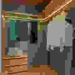Remodelação de apartamento Closets modernos por FEMMA Interior Design Moderno
