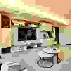 Paredes y pisos minimalistas de 藏私系統傢俱 Minimalista