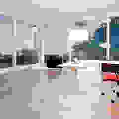 Tropical style study/office by 盧博士虛擬實境設計工坊 Tropical Glass