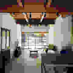 Sukima House by 山本嘉寛建築設計事務所 YYAA Modern Wood Wood effect