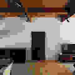 Sukima House by 山本嘉寛建築設計事務所 YYAA Asian Wood Wood effect