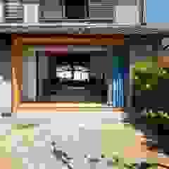 透き間の家 の 山本嘉寛建築設計事務所 YYAA モダン 無垢材 多色