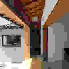 Sukima House by 山本嘉寛建築設計事務所 YYAA Asian لکڑی Wood effect
