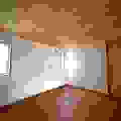 オーバーハングの家 北欧スタイルの 寝室 の 株式会社高野設計工房 北欧