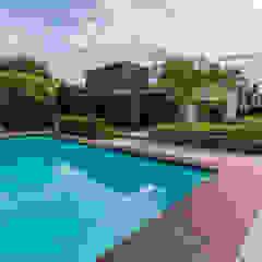 Eigentijdse luxe Moderne zwembaden van Buro Buitenom exterieurontwerpers Modern