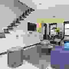 Emerald kitchen and living room Eclectische woonkamers van Obradov Studio Eclectisch