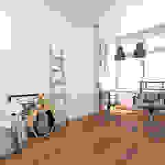 Scandinavische kantoor- & winkelruimten van Bhavana Scandinavisch Houtcomposiet Transparant