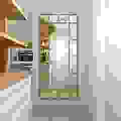 Living aconchegante Corredores, halls e escadas clássicos por Talita Kvian Clássico Madeira Efeito de madeira