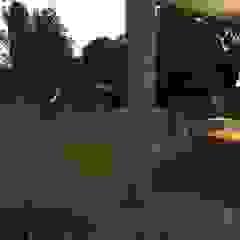 Design de interiores, projeto da área da piscina, garagem e churrasqueira em Casa de Campo por Form Arquitetura e Design Campestre