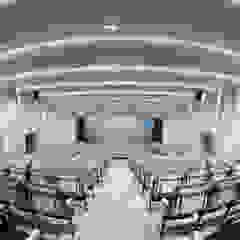 INSADA DESIGN TEAM Sala multimediale moderna