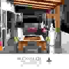 Terraza, bar y sala familiar en Penthouse San Borja Balcones y terrazas mediterráneos de Alexander Congonha Mediterráneo Madera Acabado en madera