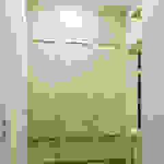 Pasillos, vestíbulos y escaleras clásicas de 'INTSTYLE' Clásico Madera Acabado en madera