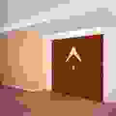 Remodelaci´ón oficina de consultoría Pasillos, vestíbulos y escaleras de estilo moderno de Velasco Arquitectura Moderno Madera Acabado en madera