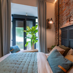 Industrial style bedroom by Home Staging Bizkaia Industrial Bricks