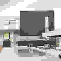 Modernistyczny dom jednorodzinny z basenem od Budownictwo i Architektura Marcin Sieradzki - BIAMS Minimalistyczny Granit