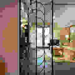 Country style corridor, hallway& stairs by 松泰室內裝修設計工程有限公司 Country میٹل
