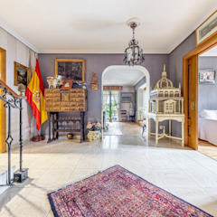 Colonial style corridor, hallway& stairs by Bernadó Luxury Houses Colonial