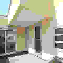 コルクBOXの家 の 三浦喜世建築設計事務所 モダン コンクリート