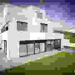 by Emprofeira - empresa de projectos da Feira, Lda. Modern کنکریٹ