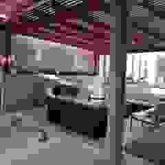 Terraza en casa en La Molina Balcones y terrazas eclécticos de Oniria Arquitectura Ecléctico