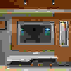 Luxurious Living Room Designed by Nabh Design & Associates Nabh Design & Associates Modern living room Engineered Wood Brown