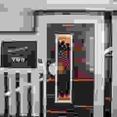 توسط Nabh Design & Associates مدرن چوب صنعتی Transparent