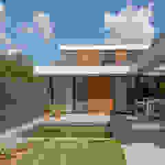 Villa de Kraan Moderne balkons, veranda's en terrassen van Joris Verhoeven Architectuur Modern Beton