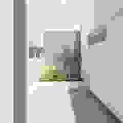 Minimalistyczny ogród zimowy od ARBOL Arquitectos Minimalistyczny
