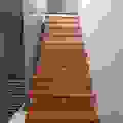 ESCALERA MADAN Arquitectos Escaleras Vidrio Acabado en madera